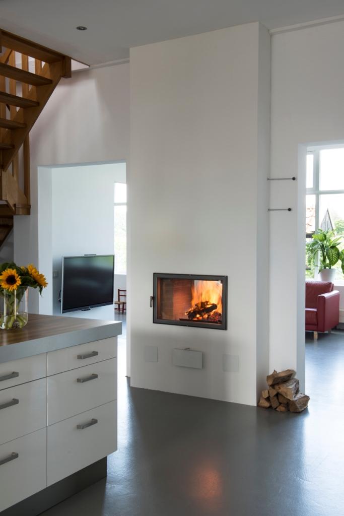 Kachelbouwer twee uur stoken voor 24 uur warmte - Keuken en woonkamer in dezelfde kamer ...